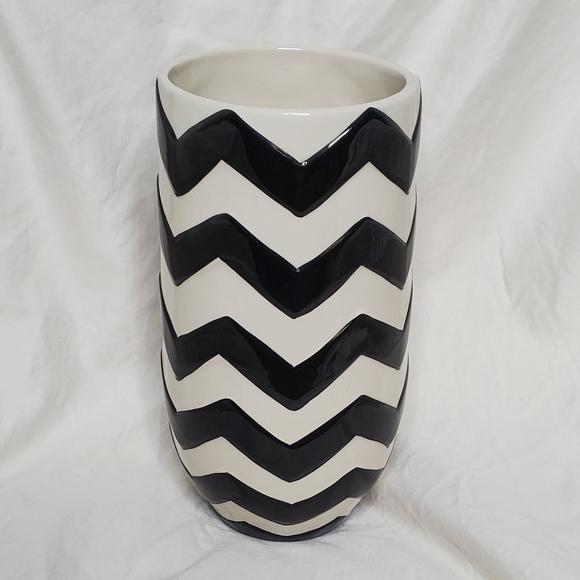Chevron vase NWT
